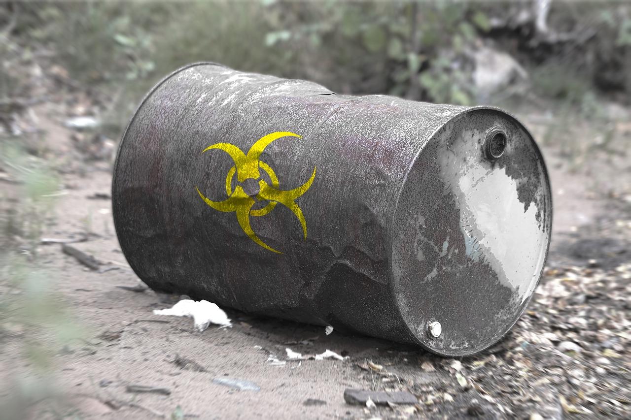 Ilustracja do informacji: Nielegalne składowiska odpadów – nie daj się wkręcić w nielegalny proceder: