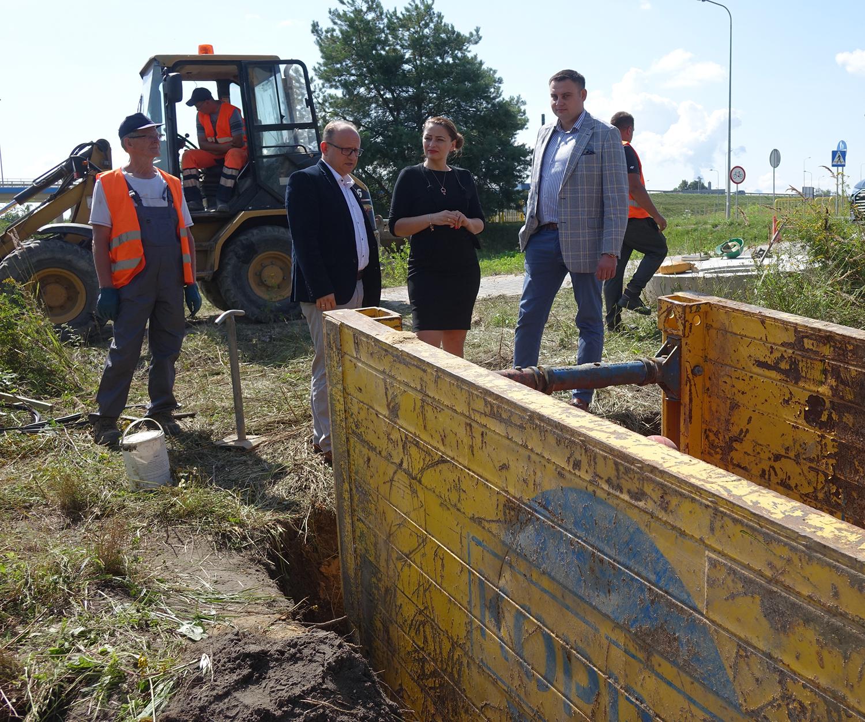 Ilustracja do informacji: Ruszyła budowa kanalizacji w Ławach