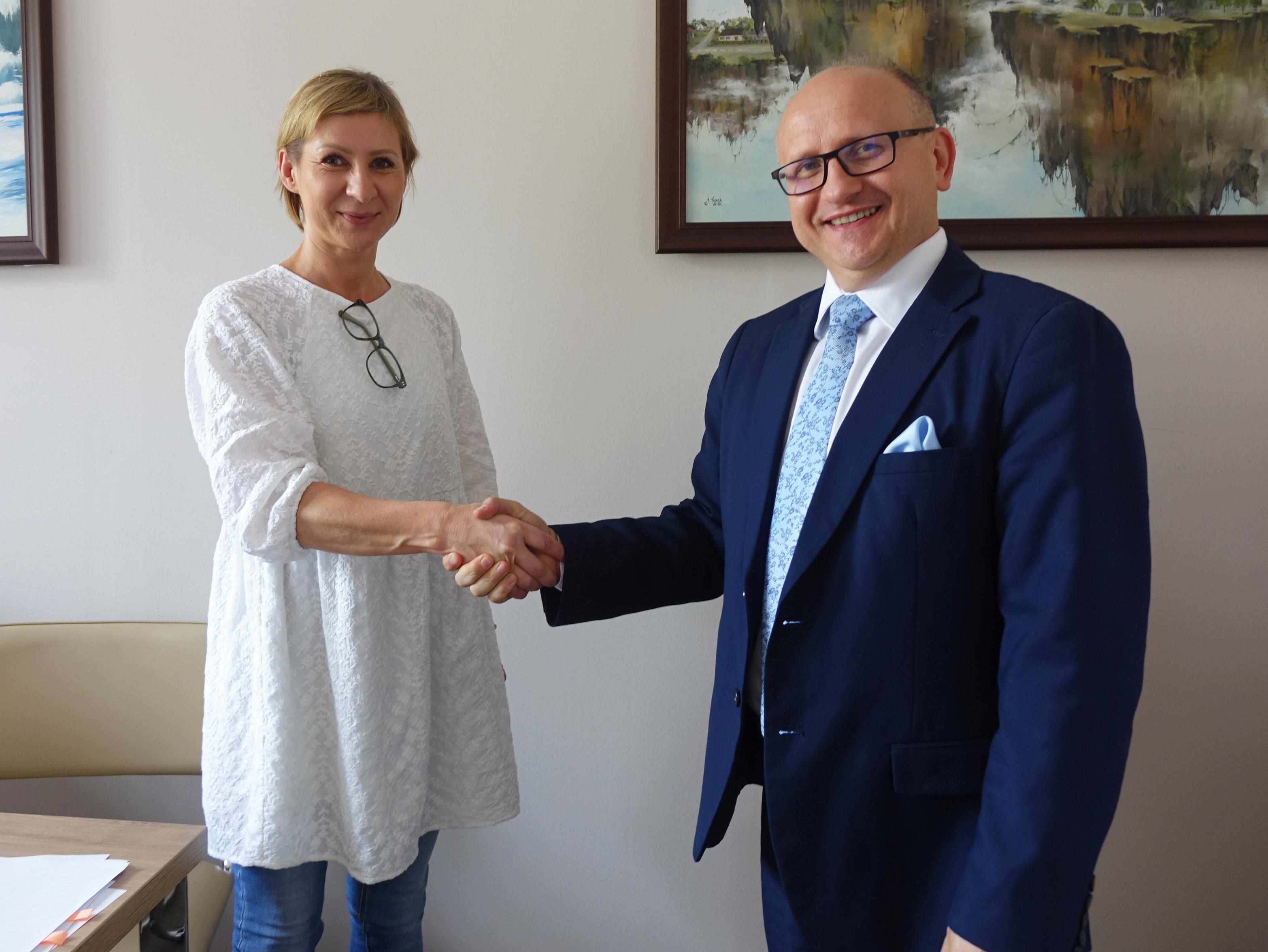 Ilustracja do informacji: Umowa na budowę świetlicy w Emilinie podpisana